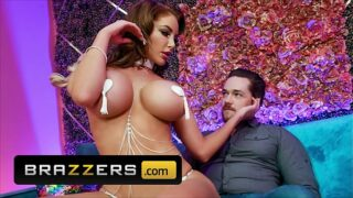 Curvy (Nicolette Shea) Gives A Private Peep Show And A Sultry Lap Dance To (Kyle Mason) – Brazzers